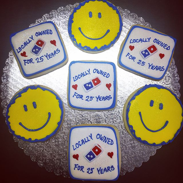 Happy 25th!! #dominos #25years #local #supportlocal #pizza #🍕 #🙂 #pariscakecompany #cutouts #cutou