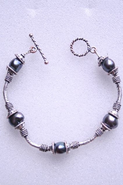 Pearl bracelet with silver spacers and caps