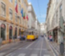 Tranvía_553_en_Rua_da_Conceição,_Lisboa,