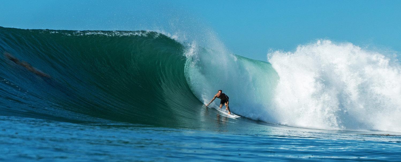 ricky-basnett-surfing-cave-rock-us-eyewe