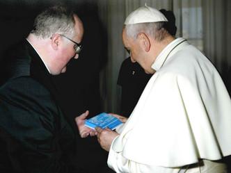 Papst Franziskus betet für die Berufungs-Kampagne