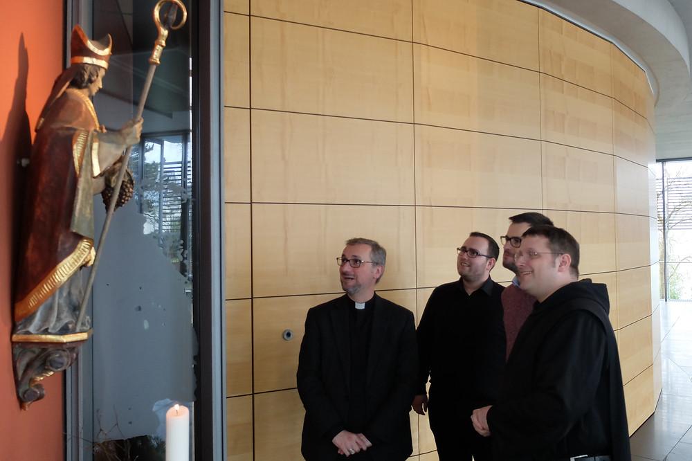 Erzbischof Stefan Heße mit den Hamburger Studenten (Foto: Generalvikariat Hamburg)