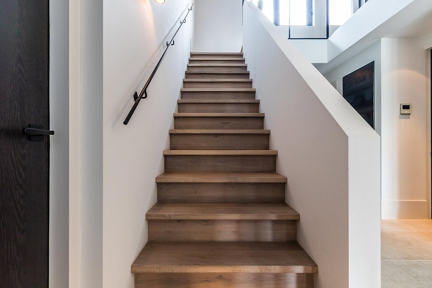 Van bruchem staircases moder trap met glazen balustrade for Balustrade trap
