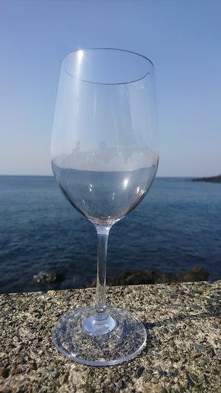 割れないワイングラス(右)