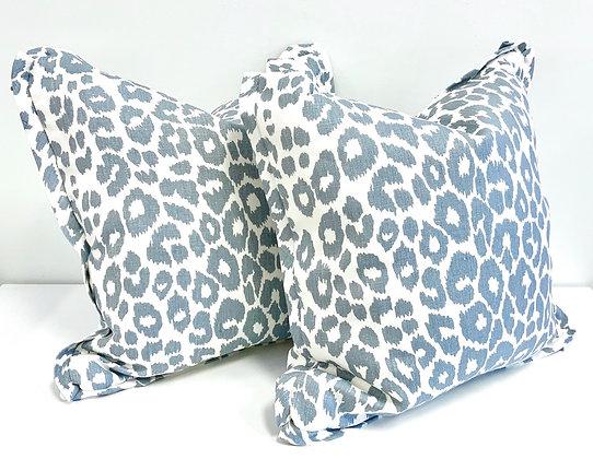 "20"" Pillow - Schumacher Iconic Leopard in Sky w/Flange"