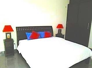 DE PALM BED 2.jpg