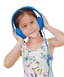 asian-little-girl-listening-music-by-hea