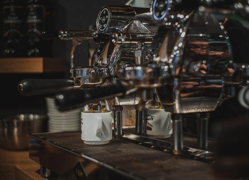 coffe-shop-4810584_1920_edited.jpg