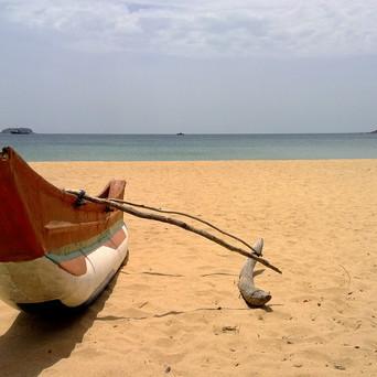 FEEL THE BEAUTY OF THE BEACHSIDE IN SRI LANKA