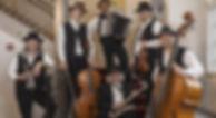 Hanneli-Musig auf Treppe Ausschnitt_edit