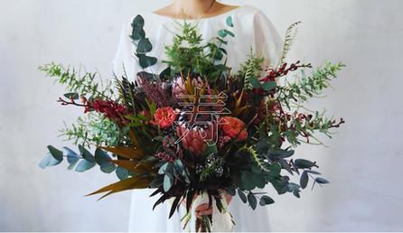 【4K】植物と親族に囲まれた小さな結婚式