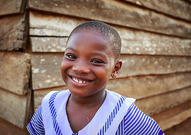 Portrait-of-a-smiling-African-girl-in-Ac