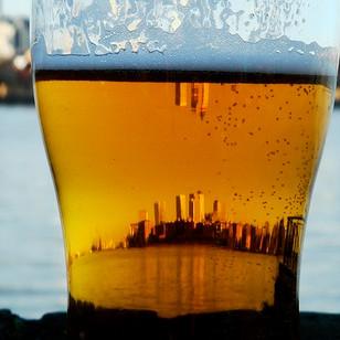 הונג קונג  - מבעד לכוס בירה