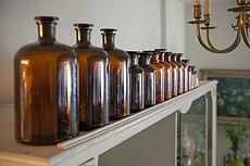 בקבוקי תרופות חומים