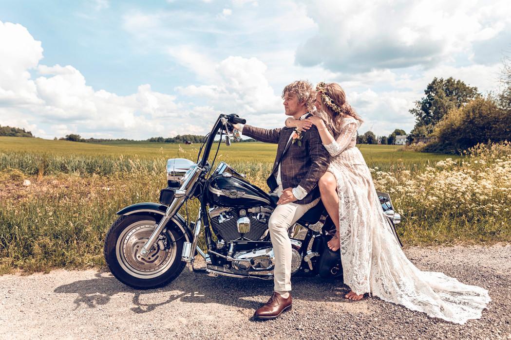 Brudepar på Motorsykkel