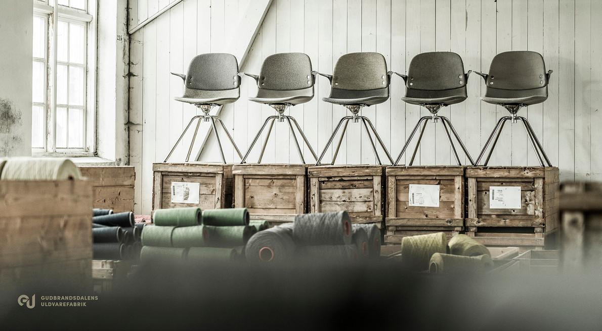 møbler med ullstoff fra Gudbrandsdalens uldvarefabrikk
