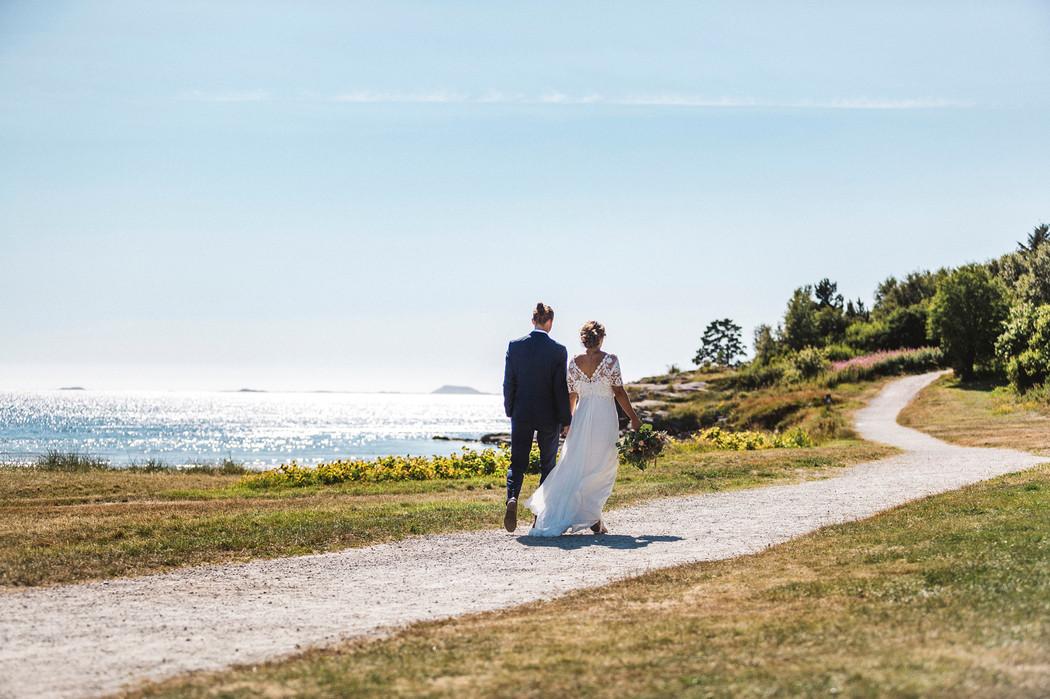 Brudepar på vandring