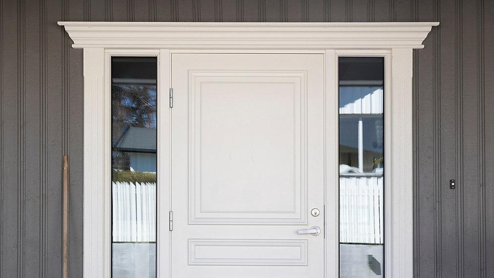 Omramming av dører er et av våre spesialfelt, og hos FaktorTre AS får du spesialtilpasset omramming. Dette sikrer deg det absolutt beste resultatet. FaktorTre AS, foto Innlandet Reklamebyrå AS.