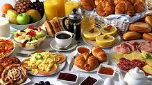 727604607-buffet-du-petit-dejeuner-assie