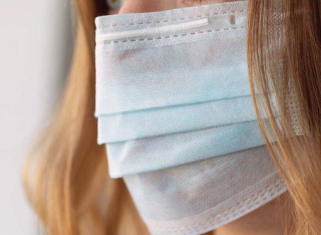 9 cuidados para a pele não sofrer com o uso de máscara