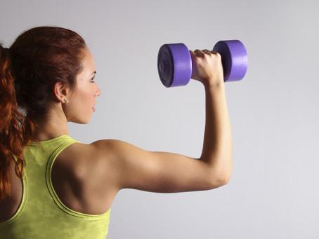Bíceps: aprenda a fortalecer com os exercícios certos