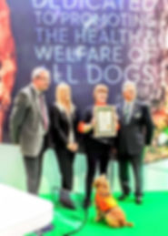 Liz receiving KCAI Award at CRUFTS 2019.