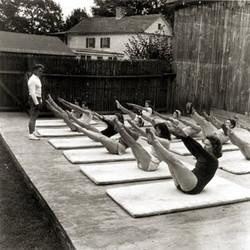 aula-em-grupo-joseph-pilates-ar-livre