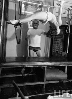 exercicio-cadillac-joseph-pilates