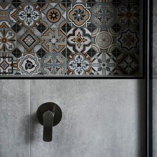 bathroom feature tile.jpg