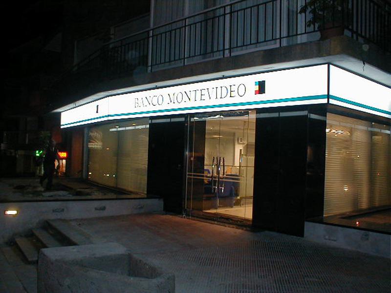 banco+montevideo01.JPG