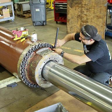 hydraulic-cylinder-maintenance-service-5