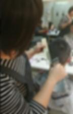 初級剪吹美髮造型班4 靚妍JYBeauty是您學好初級剪吹美髮造型技能、擁有初級剪吹美髮造型證書及初級剪吹美髮造型創業在台北,桃園的第一選擇。另有美容丙級,美容乙級,美髮丙級,美髮創業,紋繡,繡眉,接睫毛,微刺青,凝膠指甲(光療指甲),水晶指甲,指甲彩繪,新娘秘書(新秘),挽臉等證照檢定及創業教學