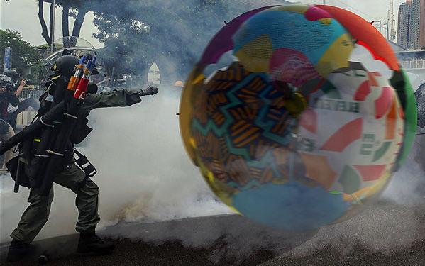 Balloon ball barricade inspired by the U