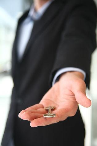 Schlüsselübergabe für ein neues Haus