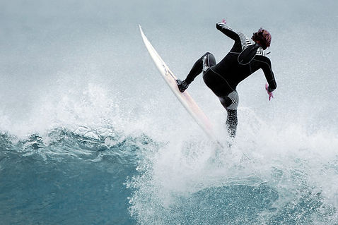 Surf in lembongan as a free surfer, no schedules for surfing just catch the best waves.