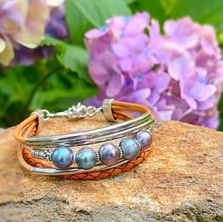 Iridescent Pearl Bracelet