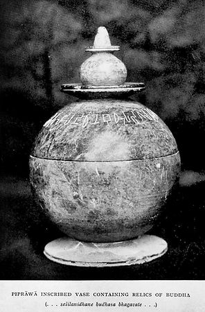 Piprawa_vase_with_relics_of_the_Buddha.j