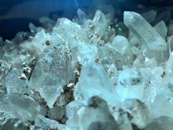 「星々のパルスと鉱物の夢-グリッドワーク展」2