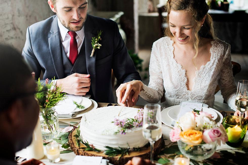 photodune-zJ1jlDmm-bride-and-groom-cutti