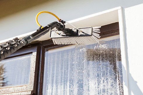 Equipment for washing and cleaning the window from the outside.jpg