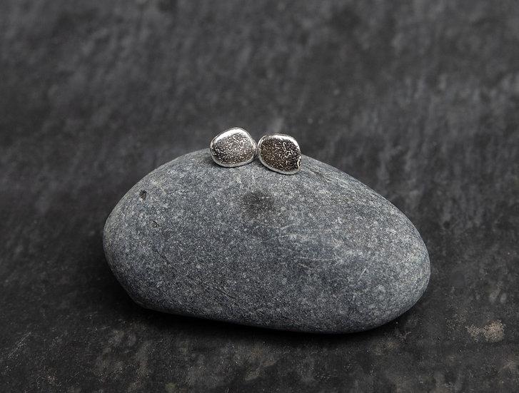 Pebble Studs / Stydiau carreg glan môr