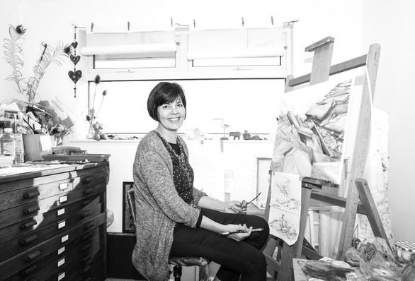 Shàn Ellis in her studio