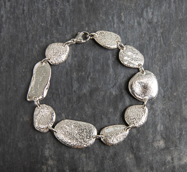 Pebbles bracelet / Breichled cerrig glan môr