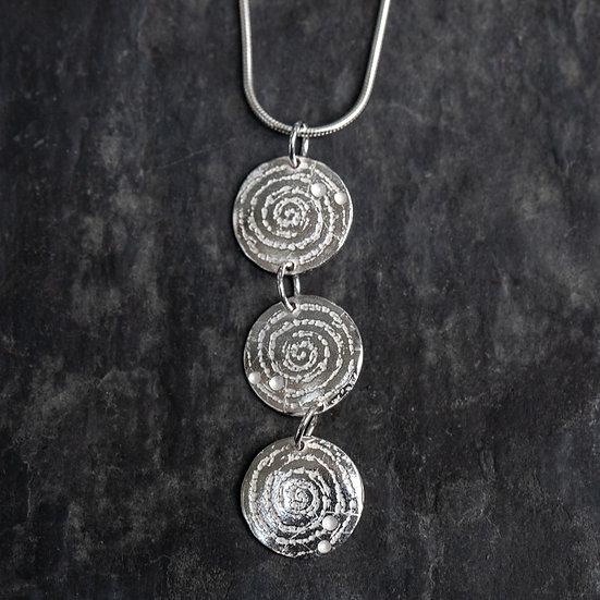 Llanbedr spiral triple pendant / Crogdlws triphlyg troell
