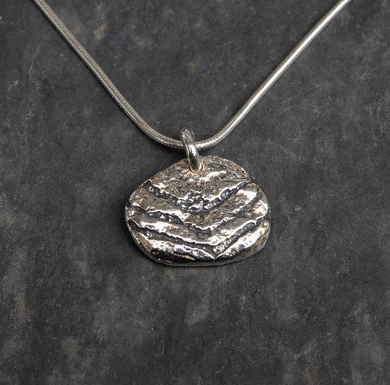 Medium pebble pendant and rock art oxidised / Crogdlws carreg glan m