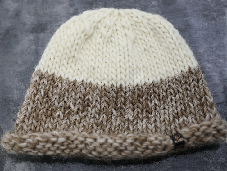 Adult Hat – Cream and Brown / Het Oedolion – Hufen  a Brown