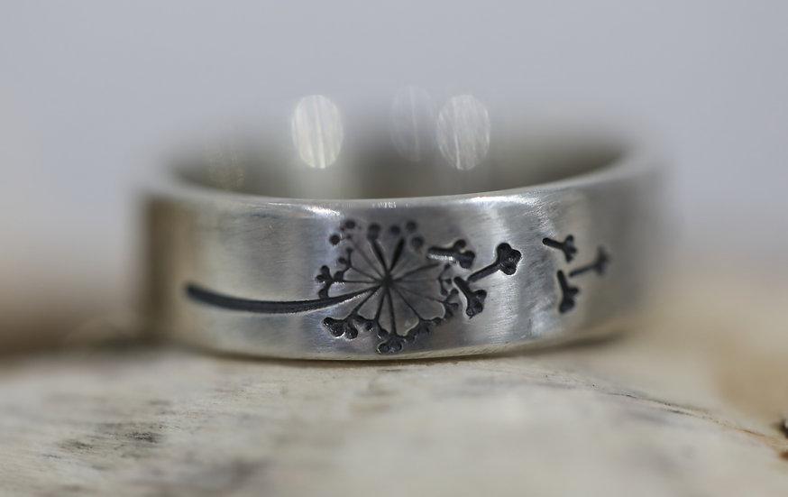 Dandelion Ring / Modwy'r Dantyllew