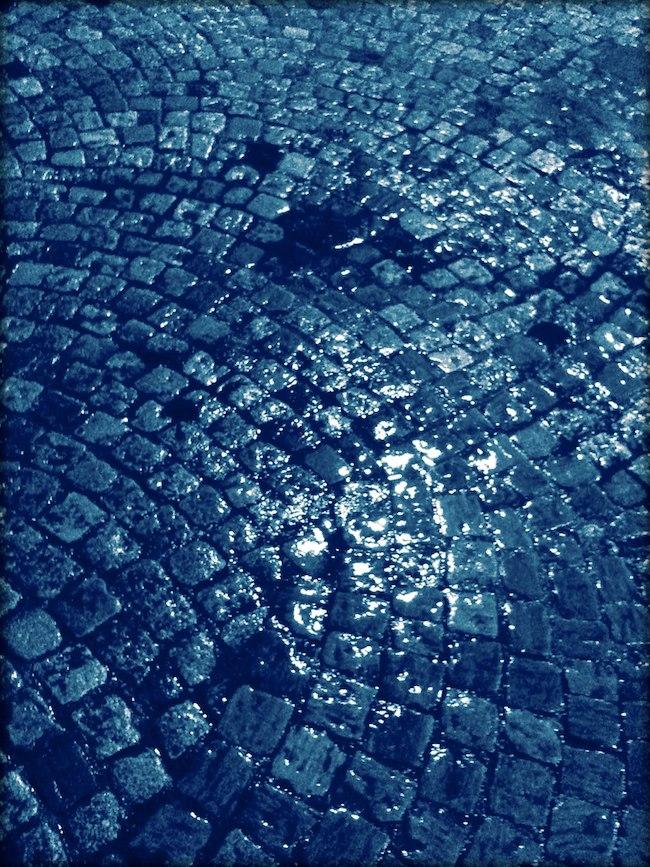 Pavé bleus -nuit sous la pluie Paris