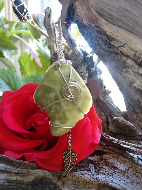Serpentine wrapped in .925 silver Pendant w/Leaf Charm