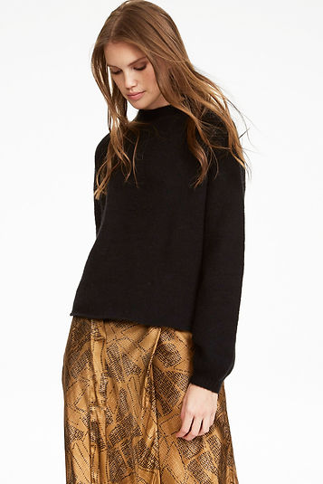 iHeart-skirt-skin-black-sweater-12708.jp